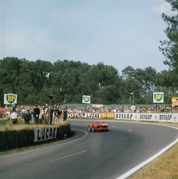 Le Mans, France. 22 - 23 June 1962Olivier Gendebien/Phil Hill (Ferrari 330 LM) 1st position, action.World Copyright: LAT PhotographicRef: 567