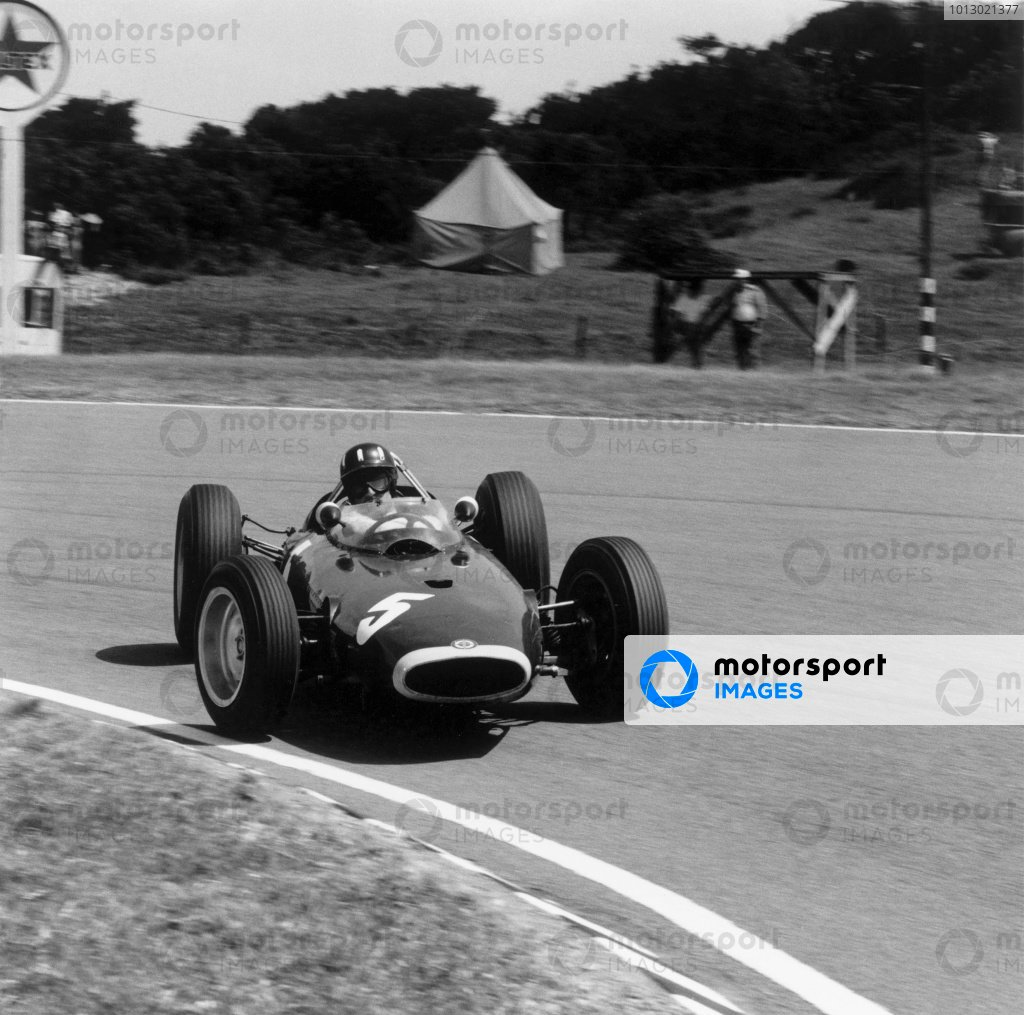 1963 South African Grand Prix.East London, South Africa. 28 December 1963.Graham Hill (BRM P57), sideways for photographer Michael Tee.World Copyright - LAT PhotographicRacing Past. . Exhibition ref: a007