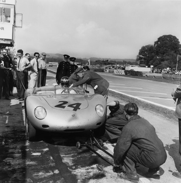 Goodwood, West Sussex, Great Britain. 5 September 1959 Hans Herrmann/Chris Bristow (Porsche 718 RSK), retired, pit stop and driver change, action. World Copyright: LAT Photographic Ref:  5043.
