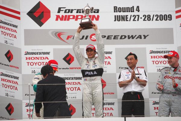 Rd4 - Fuji, Japan. 28th June 2009.Winner Loic Duval ( #31 NAKAJIMA RACING ) Podium. Portrait.World Copyright: Yasushi Ishihara/LAT Photographicref: Digital Image 2009FN_Rd4_011