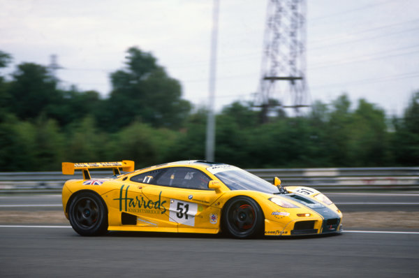 Le Mans, France. 17th - 18th June 1995.  Andy Wallace/Derek Bell/Justin Bell (McLaren F1 GTR), 3rd position, action.   World Copyright: LAT Photographic. Ref:  95LM18.