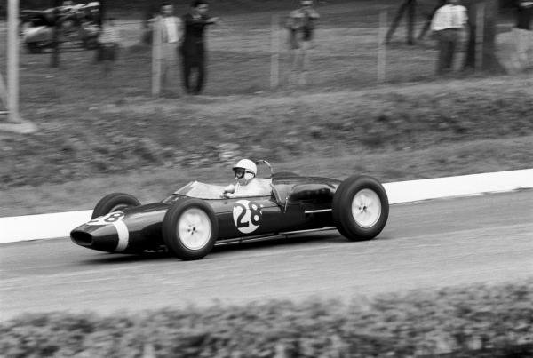 Stirling Moss(GBR) Lotus 21 retired with wheel bearing failure