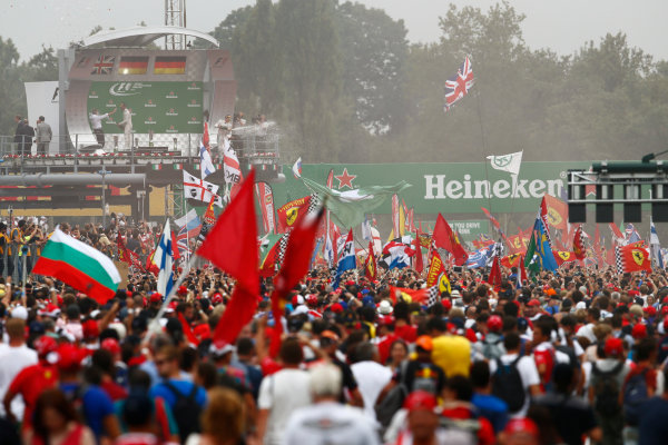 Autodromo Nazionale di Monza, Italy. Sunday 4 September 2016. Fans invade the track after the race for the podium celebrations. World Copyright: Zak Mauger/LAT Photographic ref: Digital Image _X0W7108