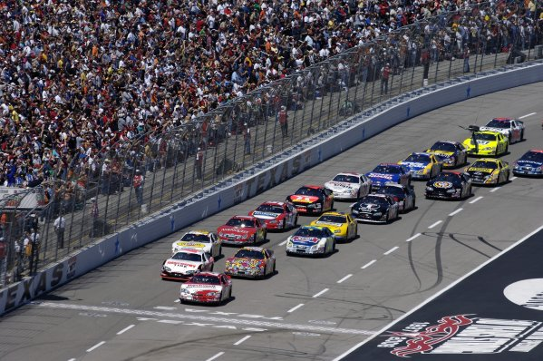 8-9 April, 2006, Samsung/RadioShack 500, Texas Motor SpeedwayPolesitter Denny Hamlin leads the field to the green flag of the O'Reilly 300 Busch Series race.Copyright©F Peirce Williams 2006LAT Photographic