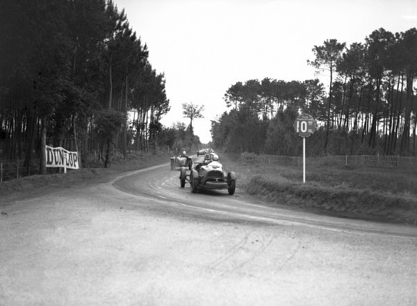 """1935 Le Mans 24 hours. Le Mans, France. 15-16 June 1935. """"Goldie"""" Gardner & A. C. Beloe (30 Aston Martin Ulster), Lost its tails as a result of a minor crash, finished 15th, action. World Copyright: LAT Photographic. Ref: Autocar Glass Plate C6524"""