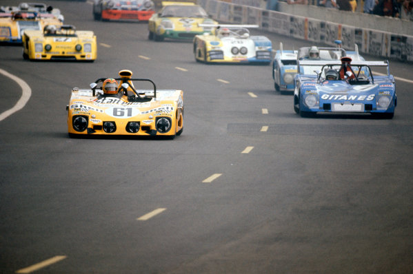 1973 Le Mans 24 HoursLe Mans, France. 9th - 10th June.Daniel Rouveyran/Christian Mons (Lola T280) leads Jean-Louis Lafosse/Reine Wisell/Hughes de Fierlant (Lola T282) at the start.World Copyright: Murenbeeld/LAT Photographicref: 35mm Transparency Image
