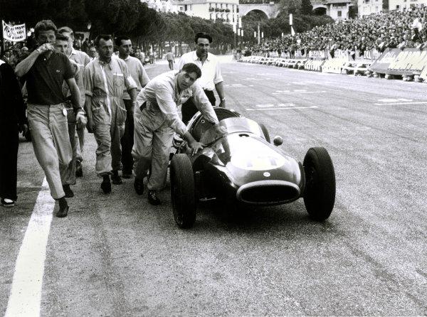 1957 Monaco Grand PrixMonaco, Monte Carlo. 1957Jack Brabham pushes his Cooper across the finish line.World Copyright: LAT Photographic