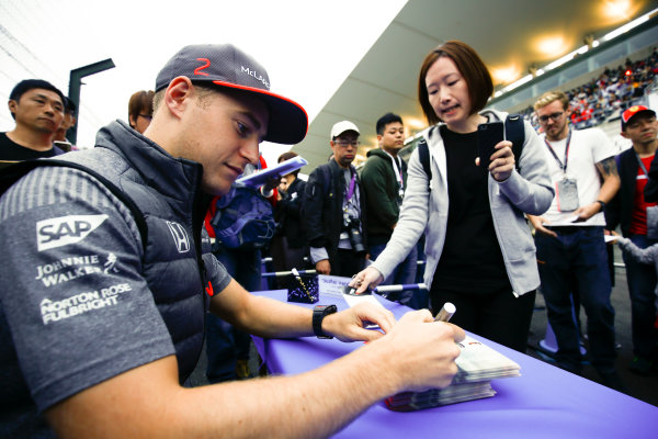 Suzuka Circuit, Japan. Thursday 05 October 2017. Stoffel Vandoorne, McLaren, signs an autograph. World Copyright: Andy Hone/LAT Images  ref: Digital Image _ONY6609