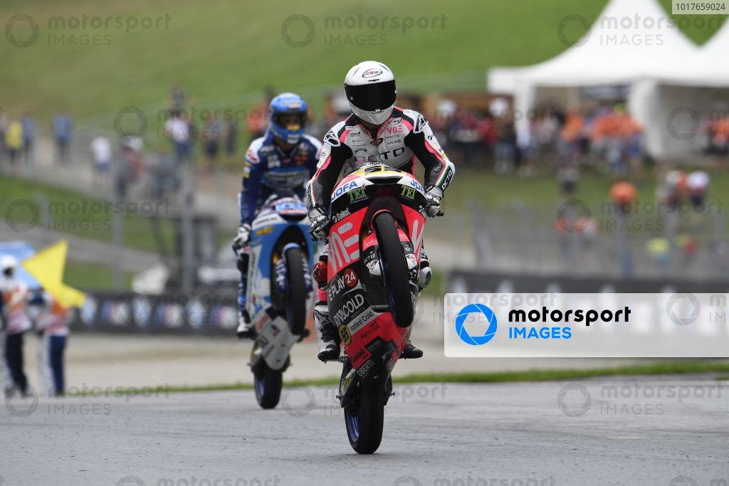 Race winner Romano Fenati, Team O