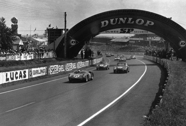 Le Mans, France. 15-16 June 1963.Lorenzo Bandini/Ludovico Scarfotti (Ferrari 250P) leads Dan Gurney/Jim Hall (#11 Ferrari 330LM) and William Kimberly/Jo Schlesser (#7 Aston Martin DP214) at the start.World Copyright: LAT PhotographicRef: Autosport b&w print