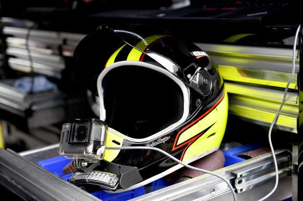 #21: Paul Menard, Wood Brothers Racing, Ford Mustang Menards / Dutch Boy helmet