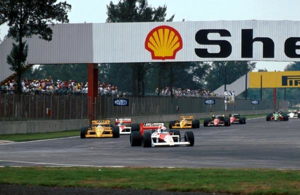 Race winner Alain Prost (FRA) McLaren MP4/4 leads Nelson Piquet (BRA) Lotus 100T on the first lap.  The altitude benefited the turbos who held the first six places.  Mexican Grand Prix, Mexico City, 29 May 1988.
