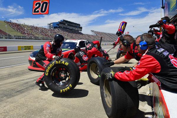 #20: Christopher Bell, Joe Gibbs Racing, Toyota Supra Rheem / RTP makes a pit stop, Sunoco