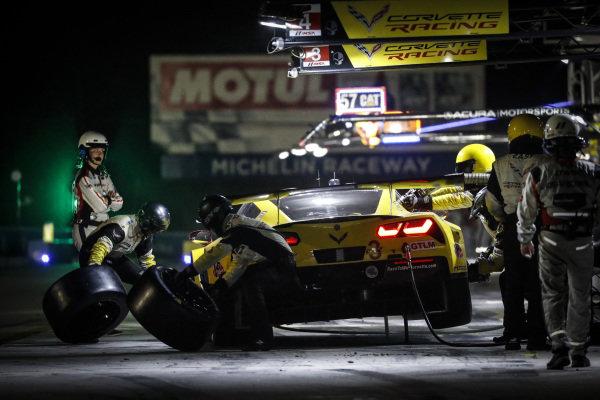 #3 Corvette Racing Corvette C7.R, GTLM: Jan Magnussen, Antonio Garcia, Mike Rockenfeller, pit stop
