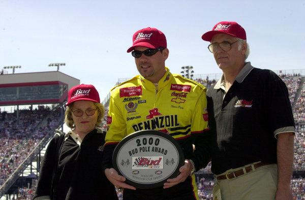 Steve Park accepts the Bud Pole award.NASCAR Food City 500 at Bristol Motor Speedway (Tenn)26 March, 2000LAT PHOTOGRAPHIC