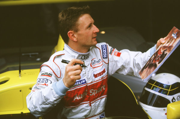 2000 Festival of Speed.Goodwood, England, Great Britain. 23-25 June 2000. Allan McNish signs an autograph.World - LAT Photographic