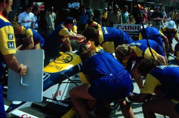 1986 Brazilian Grand Prix.Jacarepagua, Rio de Janeiro, Brazil.21-23 March 1986.Nelson Piquet (Williams FW11 Honda) 1st position.World Copyright - LAT Photographic