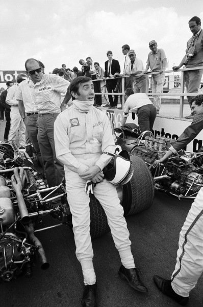 Jackie Stewart, BRM P83, relaxes on the grid before the start.