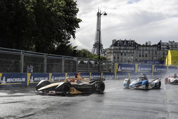Jean-Eric Vergne (FRA), DS TECHEETAH, DS E-Tense FE19, leads Antonio Felix da Costa (PRT), BMW I Andretti Motorsports, BMW iFE.18
