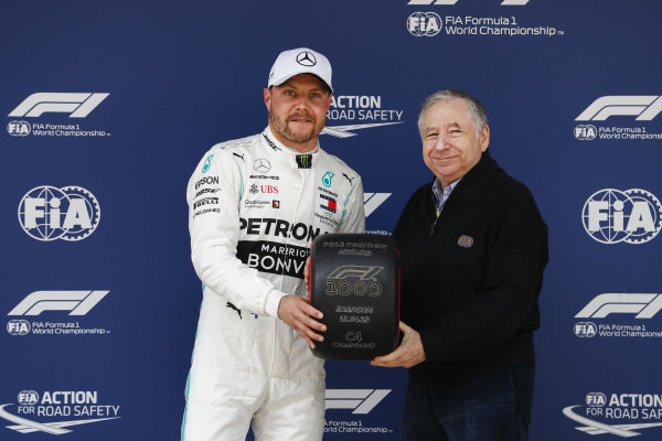 Valtteri Bottas, Mercedes AMG F1 receives the Pirelli Pole Position award from Jean Todt, President, FIA