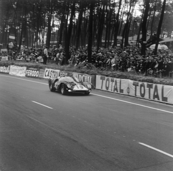 Le Mans, France. 18th - 19th June 1966.Willy Mairesse/Herbert Muller (Ferrari 365 P2), retired, action. World Copyright: LAT Photographic.Ref:  34997.