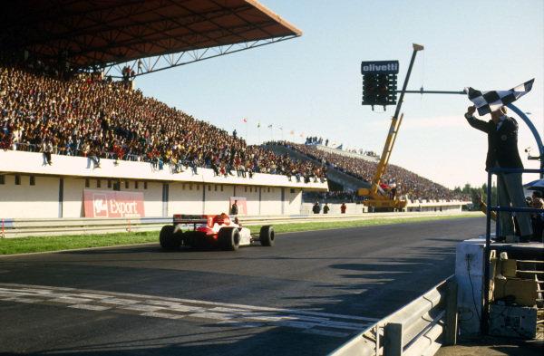 Estoril, Portugal.19-21 October 1984.Alain Prost (McLaren MP4\2 TAG Porsche) 1st position.Ref-84 POR 08.World Copyright - LAT Photographic