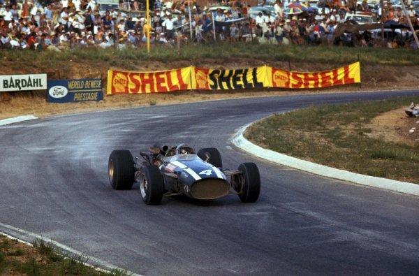 Race winner Pedro Rodriguez (MEX) Cooper Maserati T81. Formula One World Championship, Rd1, South African Grand Prix, Kyalami, South Africa. 2 January 1967. BEST IMAGE