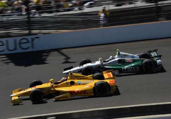 (L to R): Indy 500 winner Ryan Hunter-Reay (USA) Andretti Autosport alongside Ed Carpenter (USA) Ed Carpenter Racing.  Verizon IndyCar Series, Rd4, Indianapolis 500, Indianapolis, USA, Sunday 25 May 2014.