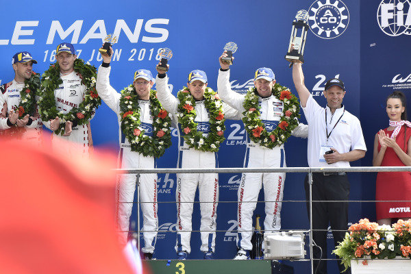 #68 Ford Chip Ganassi Racing Ford GT: Joey Hand, Dirk Müller, Sébastien Bourdais, podium