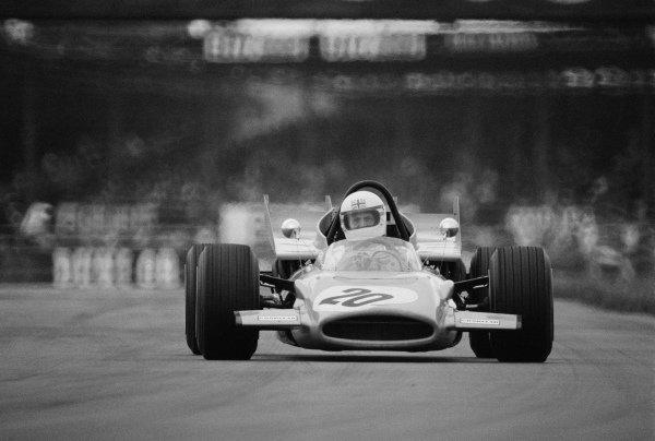 Derek Bell, McLaren M9A Ford.