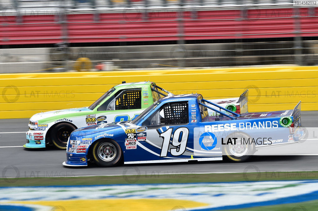 19-20 May, 2016, Concord, North Carolina, USA Johnny Sauter (21), Daniel Hemric (19) ?2016, John Harrelson / LAT Photo USA