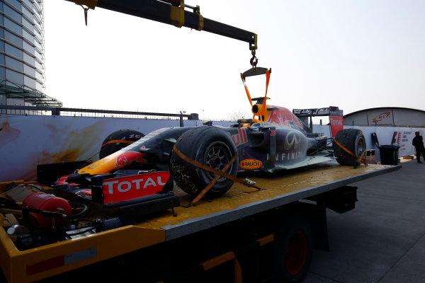 Shanghai International Circuit, Shanghai, China. Sunday 12 April 2015. The car of Daniil Kvyat, Red Bull Racing RB11 Renault, is returned to the garage after retiring. World Copyright: Andrew Hone/LAT Photographic. ref: Digital Image _ONY0133