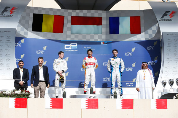 2015 GP2 Series Round 1 - Bahrain International Circuit, Bahrain. Sunday 19 April 2015. Rio Haryanto (INA, Campos Racing), Stoffel Vandoorne (BEL, ART Grand Prix) & Nathanael Berthon (FRA, Lazarus)  Photo: Glenn Dunbar/GP2 Series Media Service. ref: Digital Image _89P9535