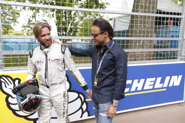 2014/2015 FIA Formula E Championship. London e-Prix, Battersea Park, London, UK. Sunday 28 June 2015. Nick Heidfeld (GER)/Venturi Racing - Spark-Renault SRT_01E and Felipe Massa, Williams F1 driver, on the grid. World Copyright: Sam Bloxham/LAT Photographic/Formula E. ref: Digital Image _SBL0050