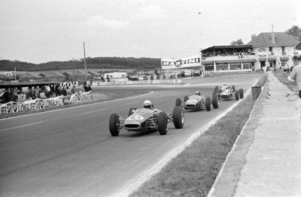 Alan Rees, Brabham BT16 Ford, leads Jochen Rindt, Brabham BT16 Ford.