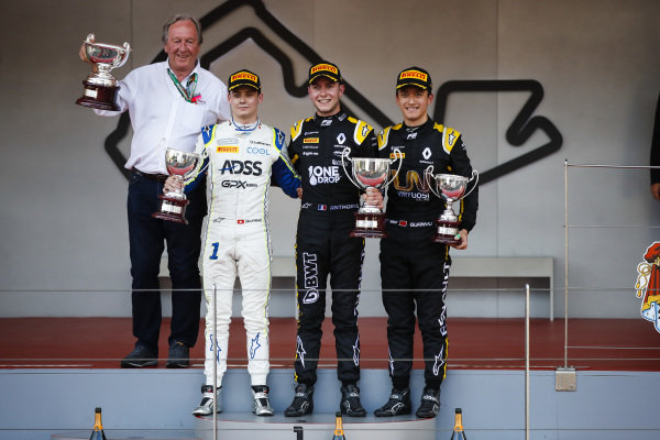 Louis Deletraz (CHE, CARLIN), Race winner Anthoine Hubert (FRA, BWT ARDEN) and Guanyu Zhou (CHN, UNI VIRTUOSI) on the podium with the trophy