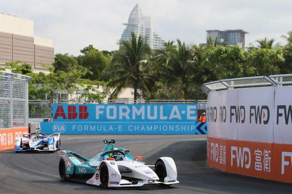 Tom Dillmann (FRA), NIO Formula E Team, NIO Sport 004 leads Alexander Sims (GBR) BMW I Andretti Motorsports, BMW iFE.18
