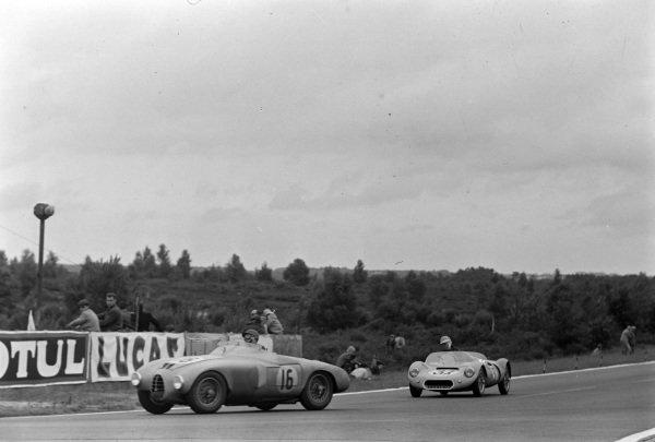 Hermano da Silva Ramos / Andre de Guelfi, Automobiles Gordini, Gordini T23 S, leads Jean Py / Yves Dommee, Rene Breuil, RB - Fiat OSCA.