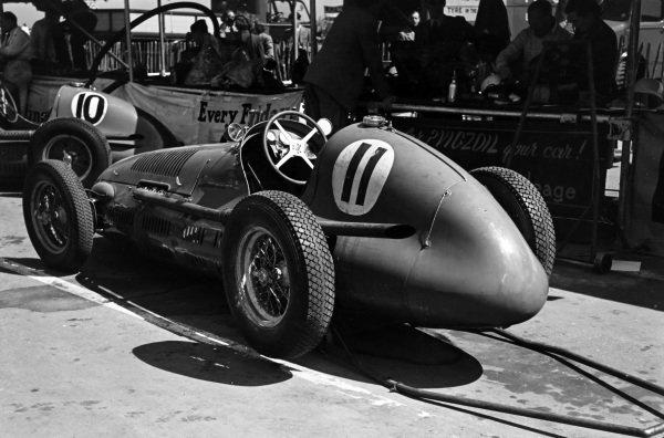 Fred Ashmore's Maserati 4CLT/48 in the pits.