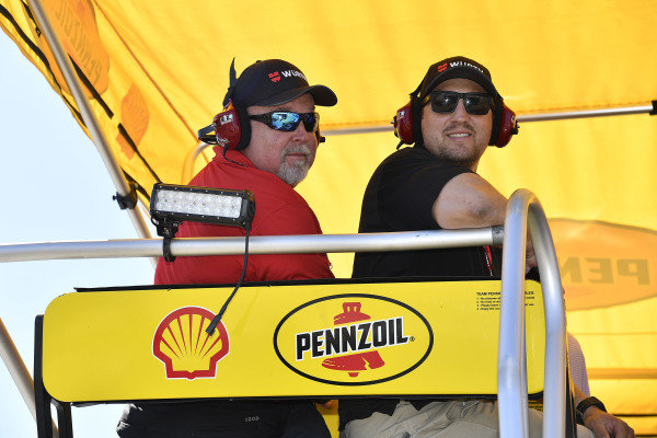 #22: Joey Logano, Team Penske, Ford Mustang Shell Pennzoil guests