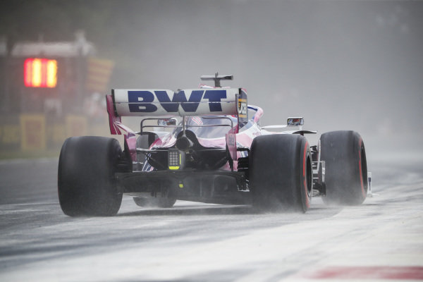 Sergio Perez, Racing Point RP19 drives through cement dust