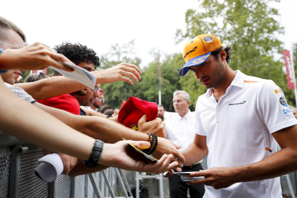 Carlos Sainz Jr, McLaren signs an autograph for a fan