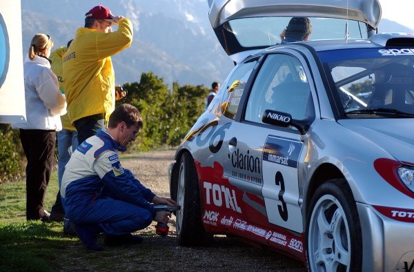 2002 World Rally ChampionshipInmarsat Corsica Rally, 8th-10th March 2002.Gilles Panizzi makes some repairs to his Peugeot after breaking down during the shakedown.Photo: Ralph Hardwick/LAT
