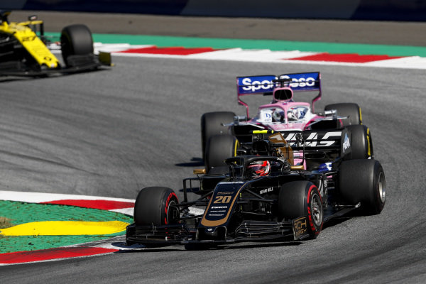 Kevin Magnussen, Haas VF-19 leads Sergio Perez, Racing Point RP19 and Nico Hulkenberg, Renault R.S. 19
