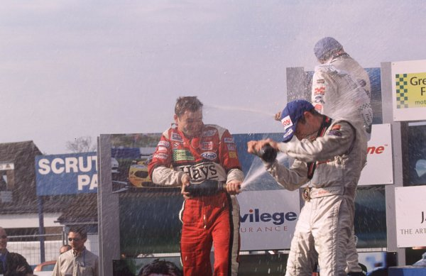 Rd 4a & 4bDonington, England. 6th - 7th May 2000 Ben Collins (1st), Narain Karthikeyan (2nd) and Michael Bentwood (3rd) - group Podium World - Spinney/LAT Photographic