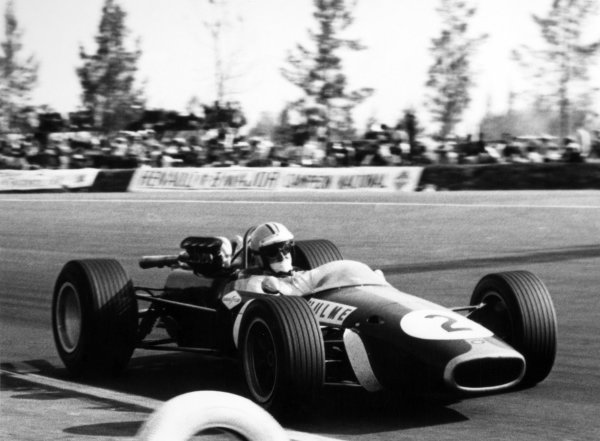 1967 Mexican Grand Prix.Mexico City, Mexico. 22 October 1967.Denny Hulme, Brabham BT24-Repco, 3rd position, action.World Copyright: LAT PhotographicRef: b&w print