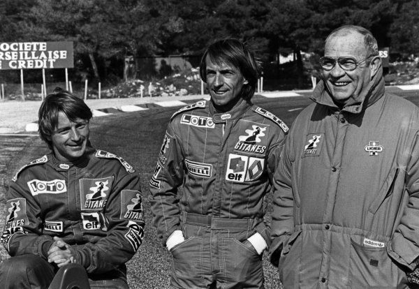 1986 French Grand Prix. Paul Ricard, Le Castellet, France. 4th - 6th July 1986. Guy Ligier with drivers, Rene Arnoux and Jacques Laffite (Ligier JS27-Renault), portrait.  World Copyright: LAT Photographic.  Ref: B/W Print.