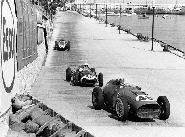 Monte Carlo, Monaco. 10 May 1959.Jean Behra (Ferrari Dino 246), retired, leads Stirling Moss (Cooper T51-Climax), retired, and Jack Brabham (Cooper T51-Climax), 1st position, action.World Copyright: LAT PhotographicRef: 8261E - 31.