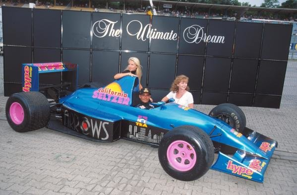 Gianni Morbidelli introduces a new sponsor. German GP, Hockenheim, 30 July 1995