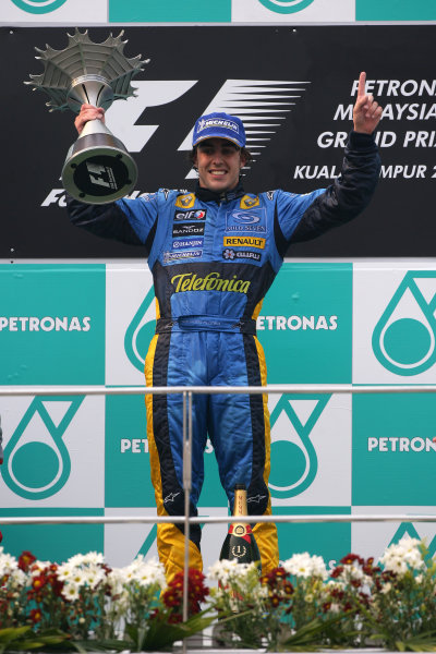 2005 Malaysian Grand Prix - Sunday Race, Sepang, Kuala Lumpur. Malaysia. 20th March 2005 Race podium - winner Fernando Alonso, Renault R25 (1st), with trophy, celebrates.World Copyright: Steve Etherington/LAT Photographic ref: 48mb Hi Res Digital Image Only